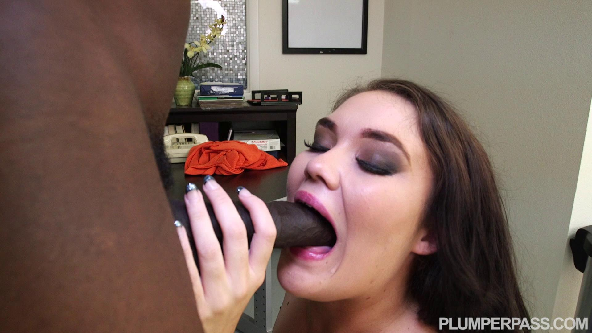 PlumperPass – Lisa Canon Hands On Lisa