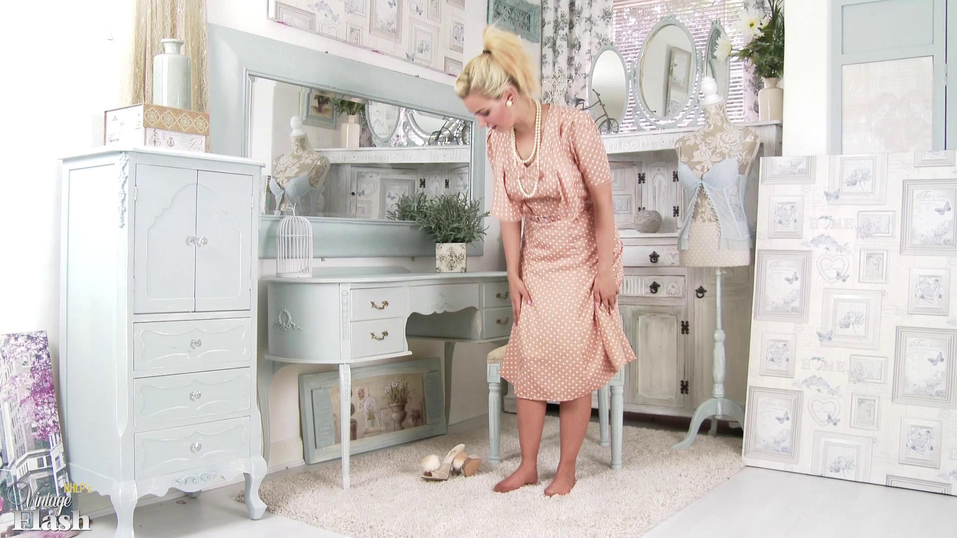 VintageFlash – Bad Dolly Gentlemens Pleasure