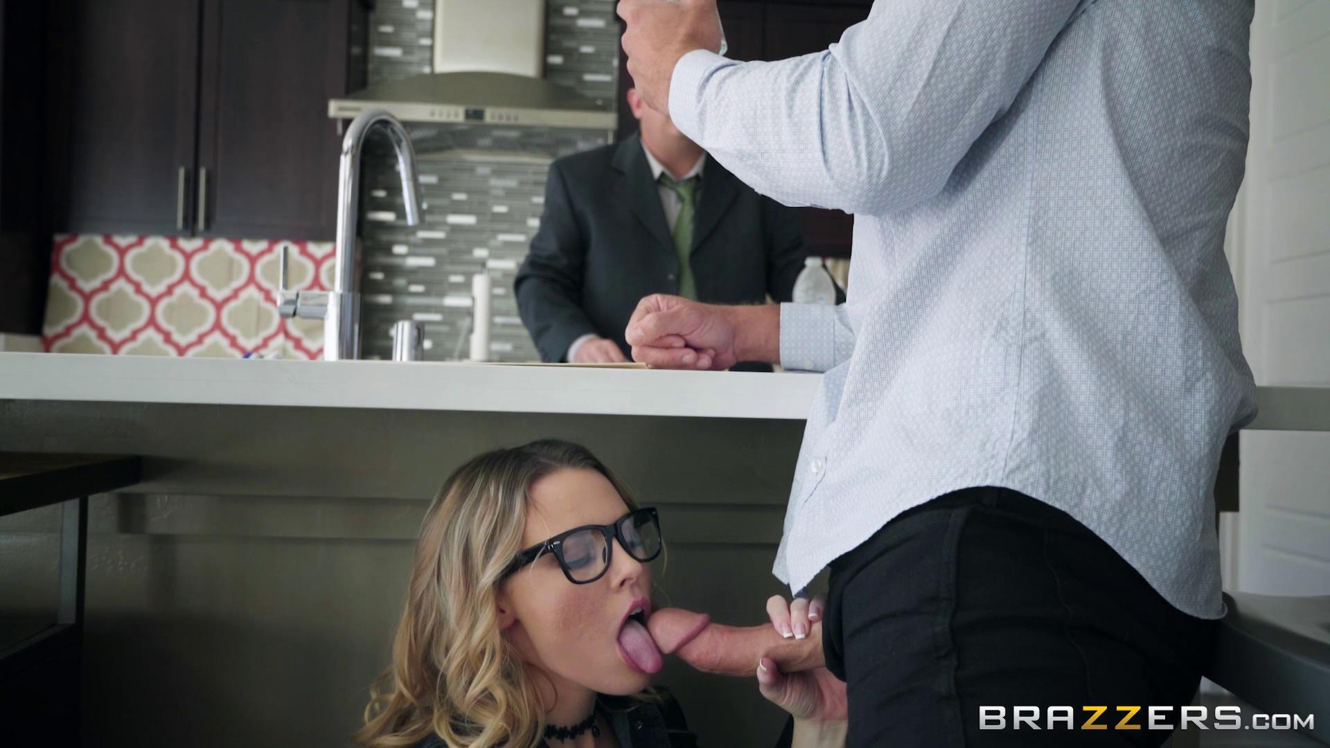 TeensLikeItBig – Aubrey Sinclair Show My Dad Whos Boss