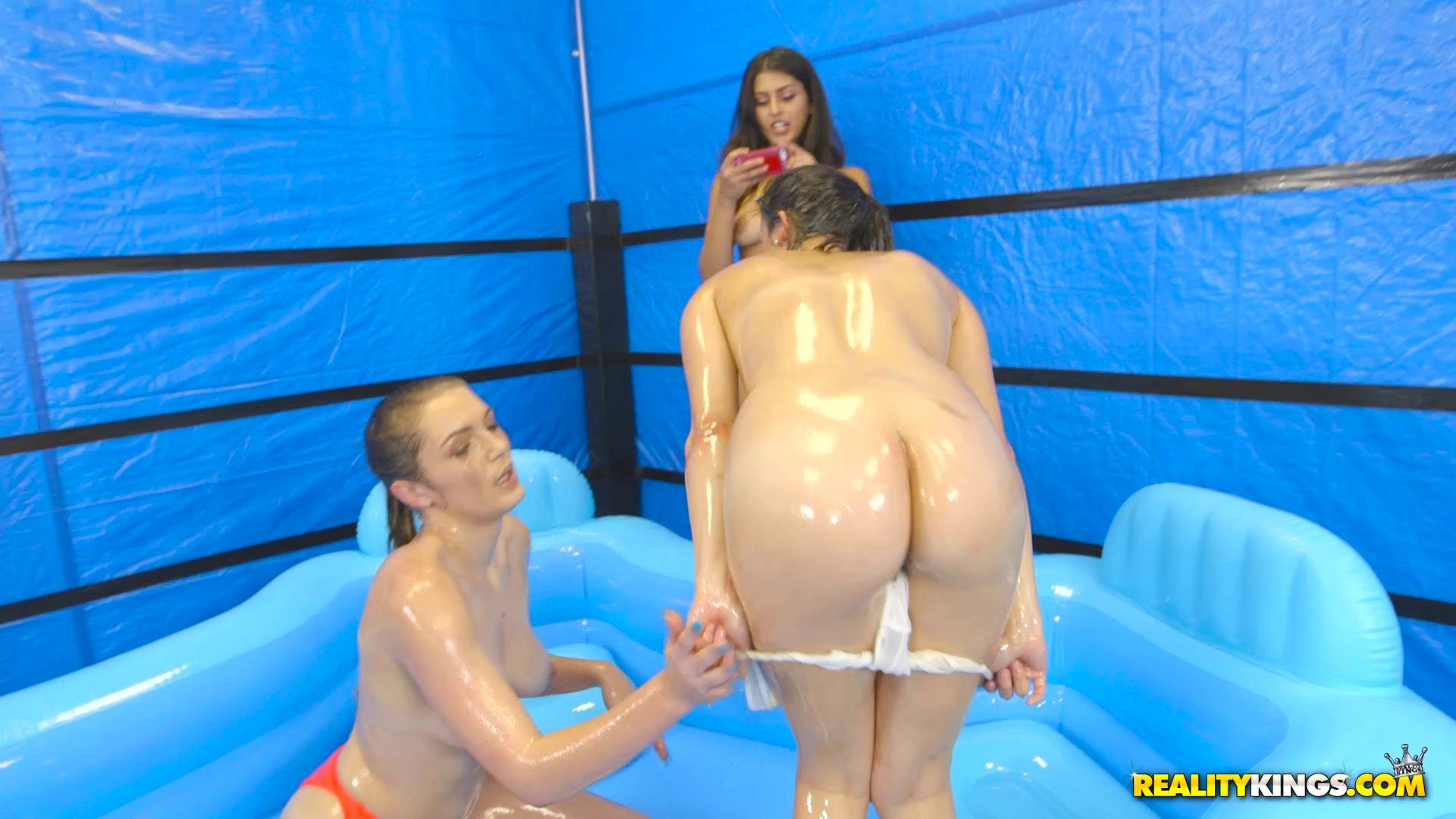WeLiveTogether – Alexis Deen And Amber Gray Slippery Swimsuits