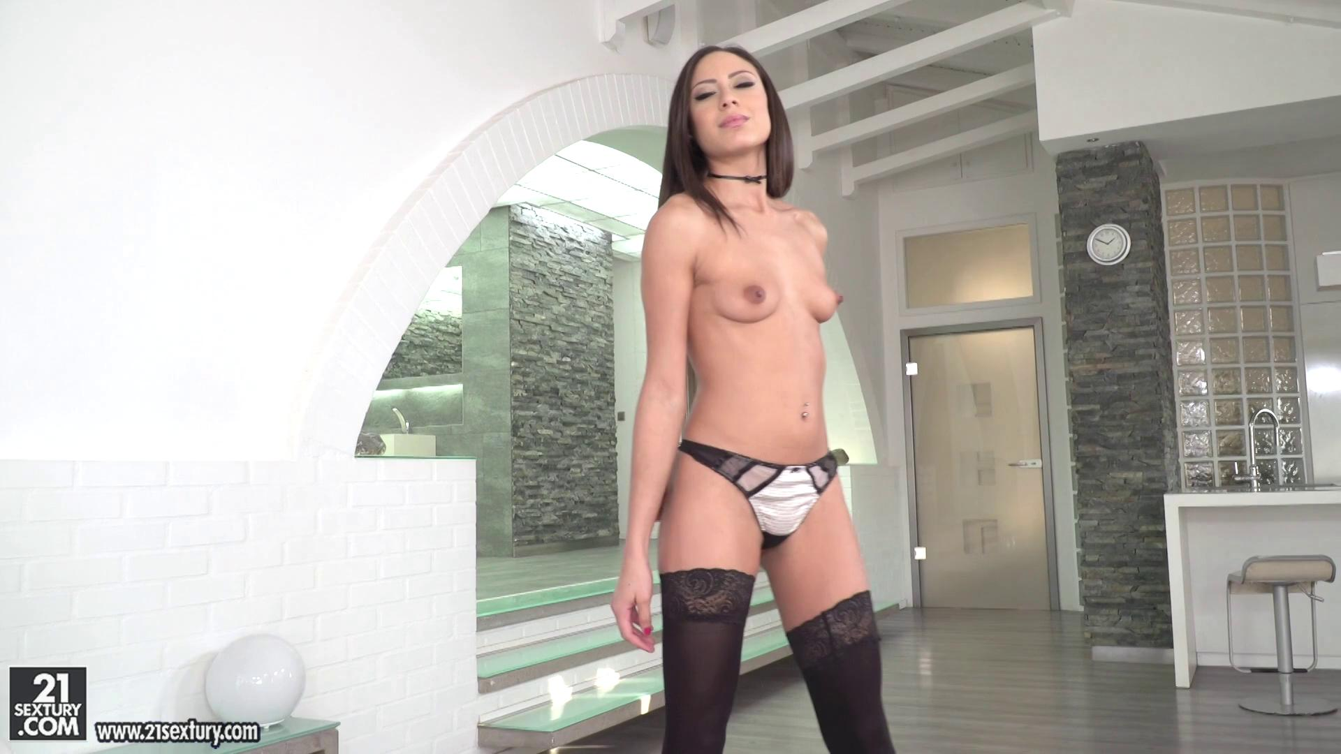PixAndVideo – Cassie Coming With Cassie