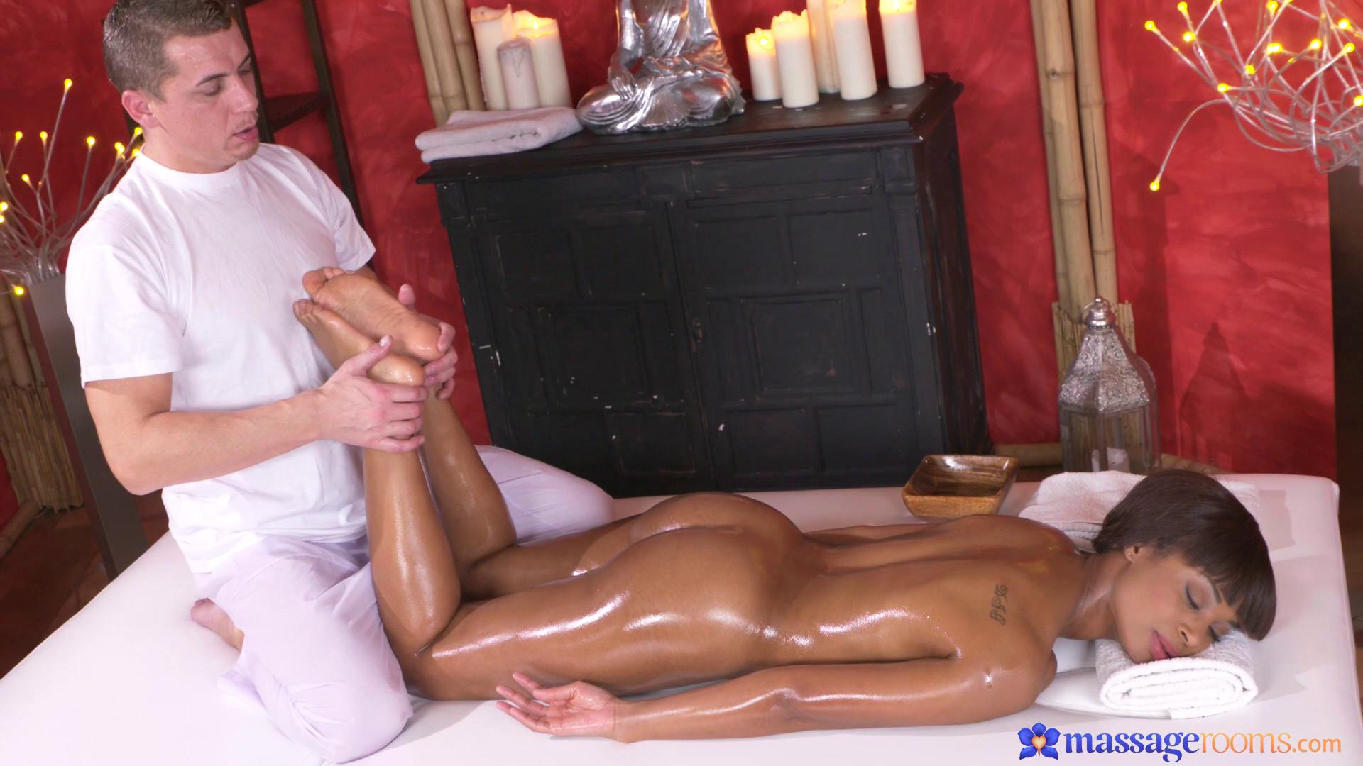 MassageRooms – Lola Marie