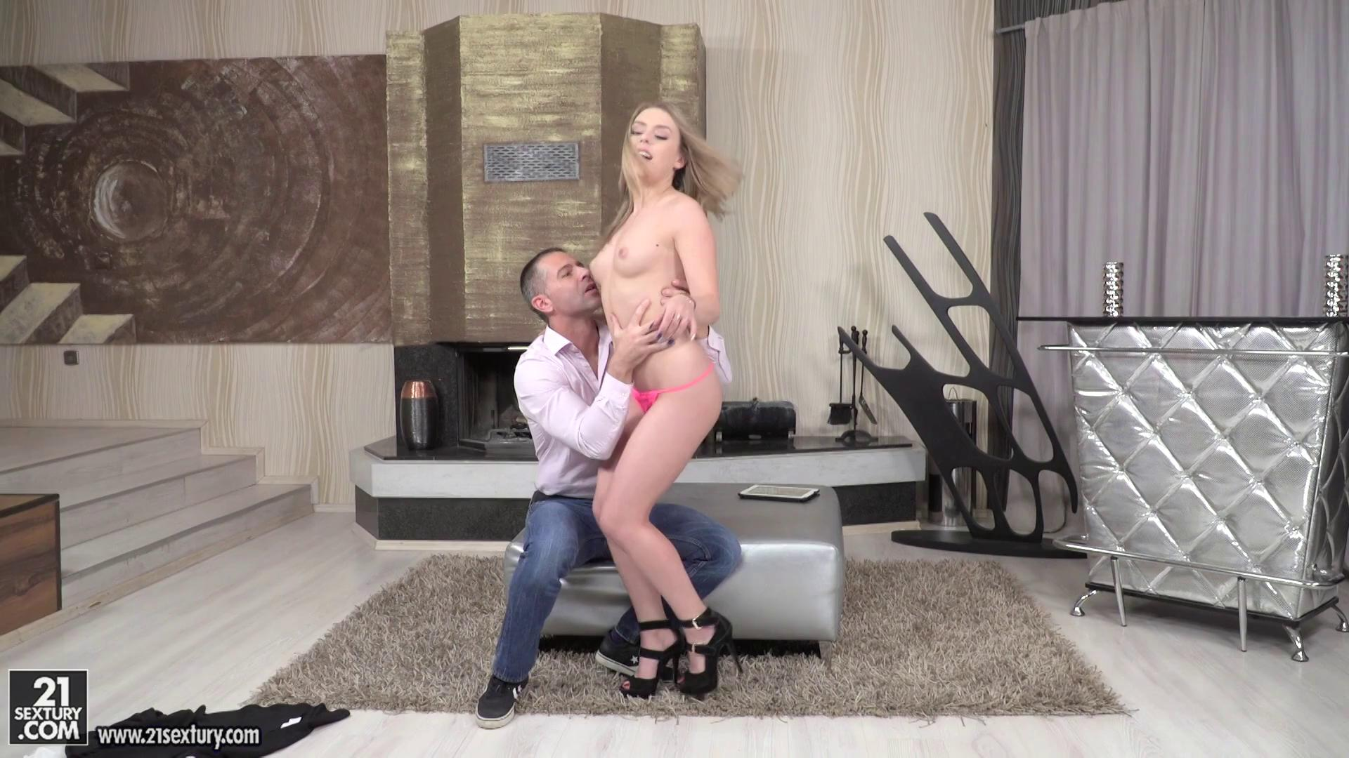 PixAndVideo – Danielle Soul Browse And Bang