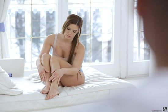 21Naturals – Athina – Motion & the Lotion